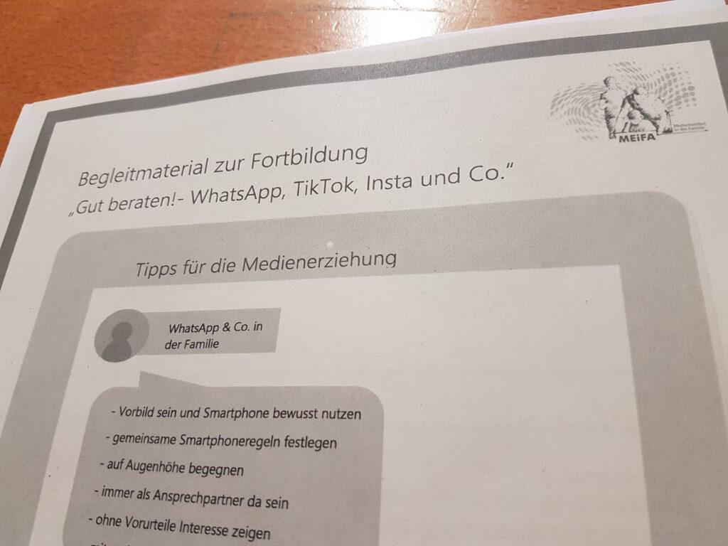"""Begleitmaterial zur Fortbildung """"Gut beraten! - WhatsApp, Tik Tok, Insta und Co."""""""